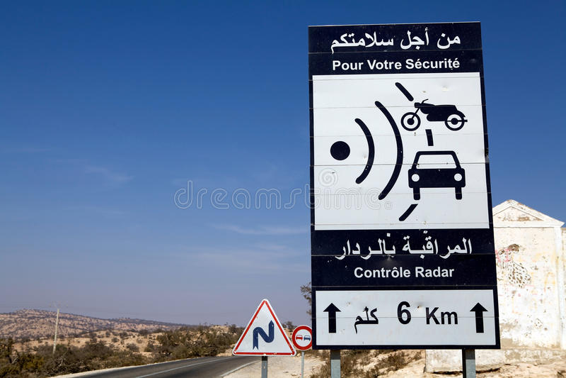 Ein Radardrehzahlgewehr-Verkehrszeichen Redaktionelles Bild