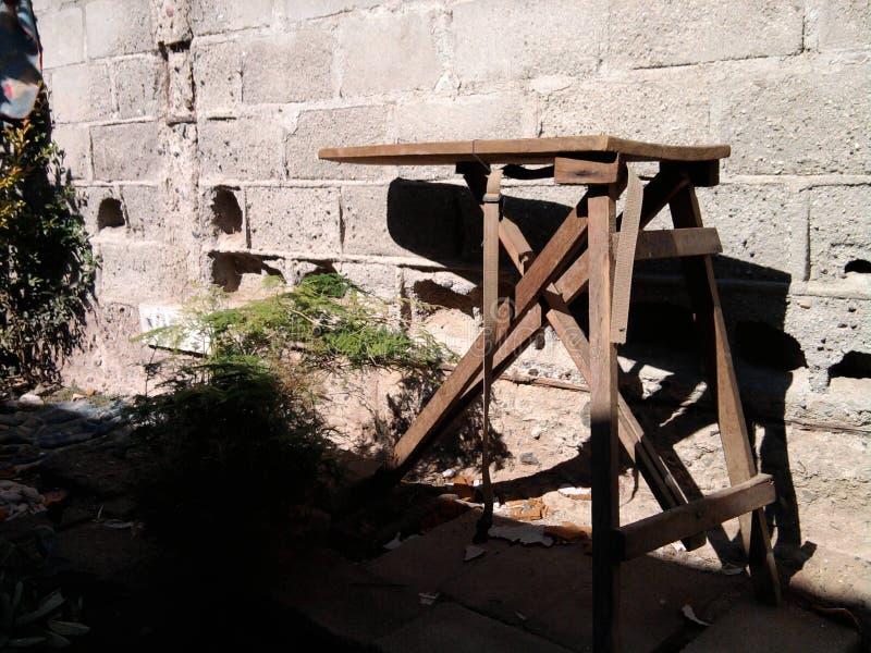 Ein Ranch-Oldie kleidet Eisen-Tabelle stockfoto