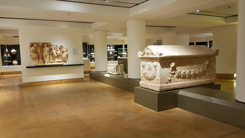 Ein Raum im Nationalmuseum von Beirut Beirut - Taubefelsen stockfotografie