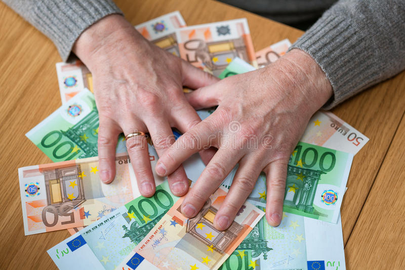 Ein Reicher mit Geld Euro stockbilder