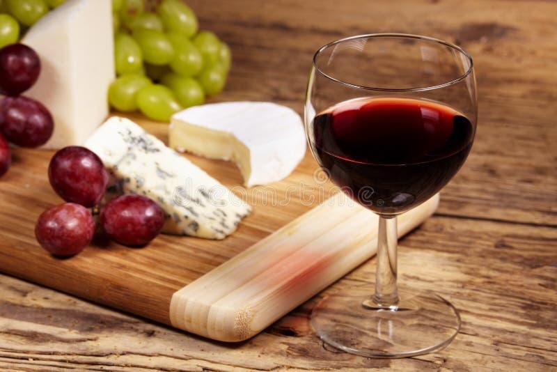 Ein rotes Glas Wein lizenzfreie stockfotografie
