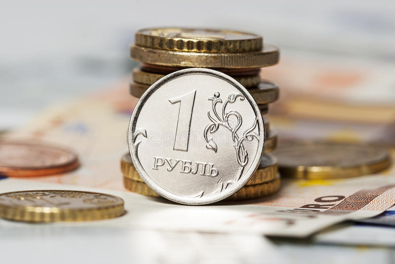 Ein Rubel und das Euro (Münzen und Banknoten) lizenzfreie stockbilder