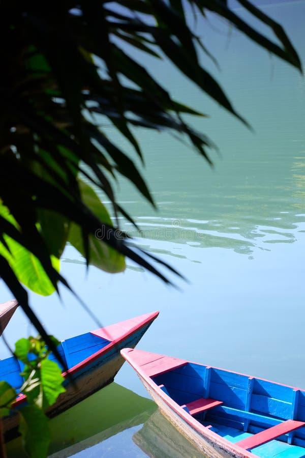 Ein ruhiger Tag auf dem See lizenzfreies stockfoto