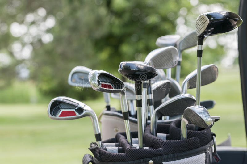 Ein Satz Golfclubs stockfotos
