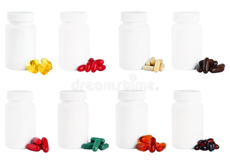 Ein Satz Kapseln nahe bei einer weißen Plastikmedizinflasche stockfotografie