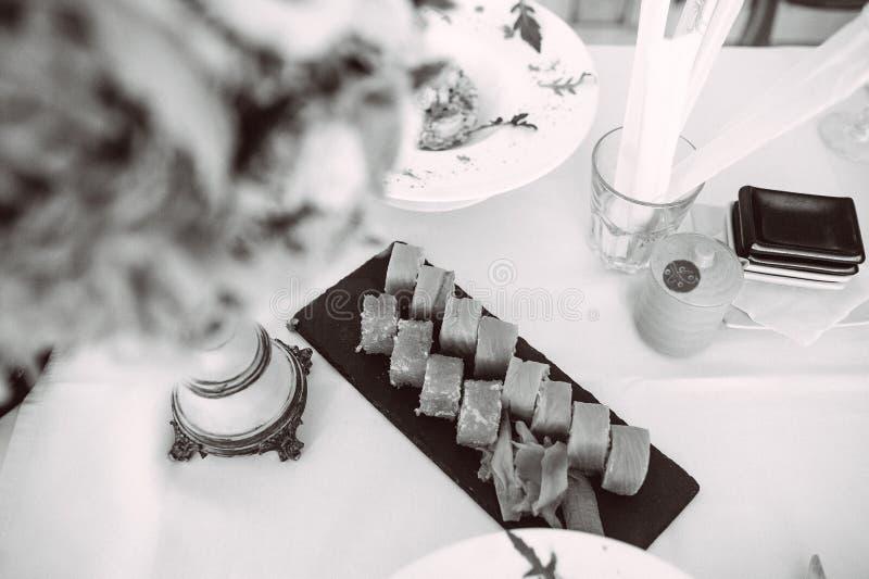 Ein Satz Rollen auf dem Tisch lizenzfreie stockfotografie