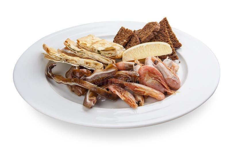 Ein Satz Snäcke für Bier Schweinefleischohren, Garnelen, Pittabrot mit Käse stockfotos