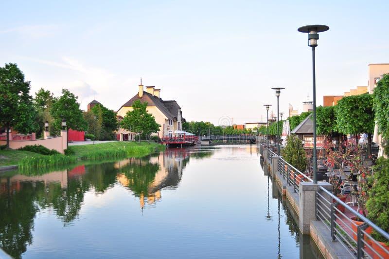 Ein schöner Fluss im Dorf lizenzfreie stockfotografie