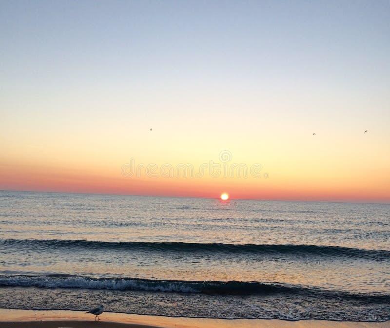Ein schöner glückseliger Morgensonnenaufgang! stockfotos