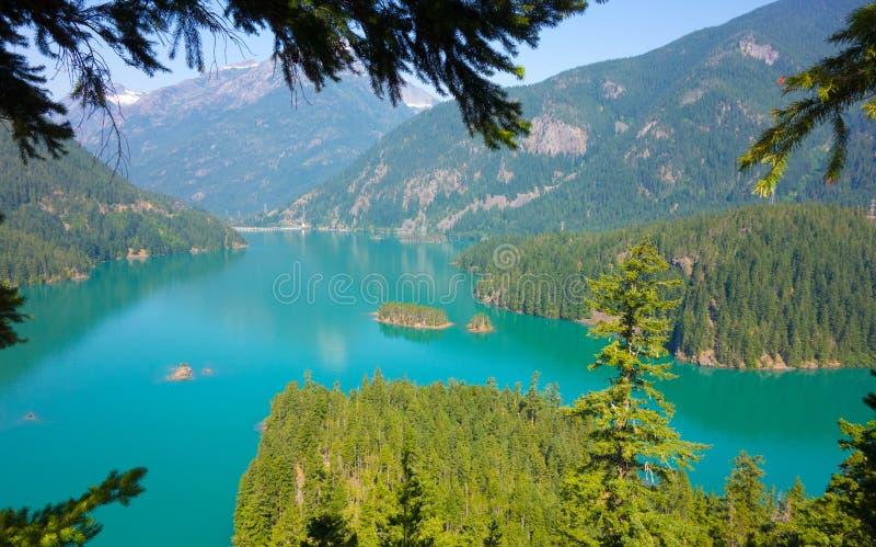 Ein schöner Glazial- See in der Sommerzeit lizenzfreies stockfoto