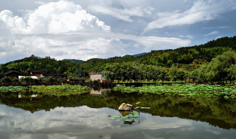 Ein schöner See stockbild
