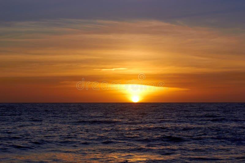 Ein schöner Sonnenuntergang in Malibu lizenzfreie stockfotos