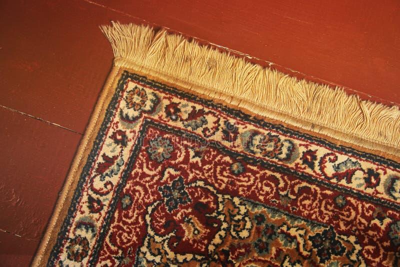 Ein schöner Teppich auf dem Boden stockbild