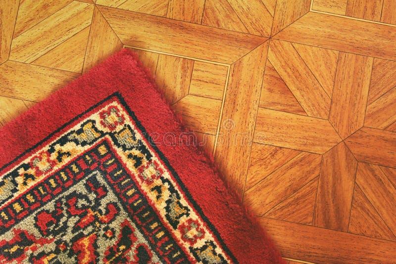 Ein schöner Teppich auf dem Boden stockfotos