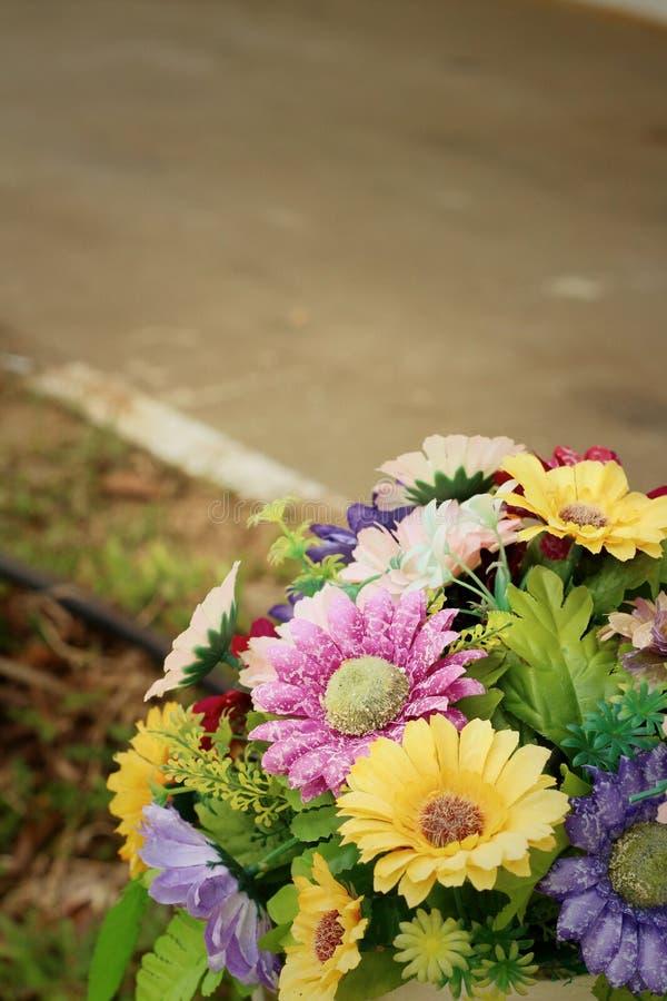 Ein schöner Weinlese Gerbera von künstlichen Blumen lizenzfreie stockfotos