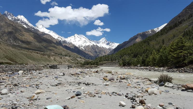 Ein schönes Hügelstation Chitkul-kinnour lizenzfreie stockfotos