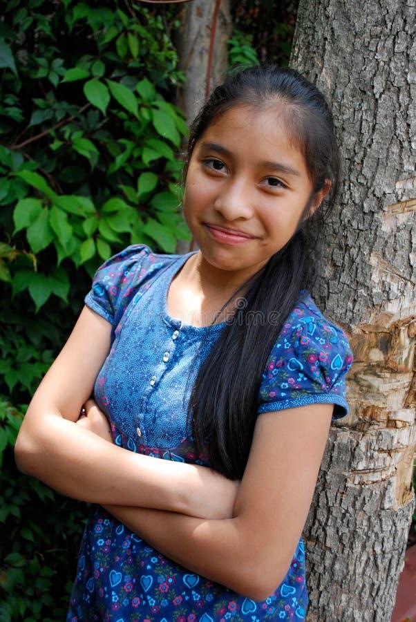 Ein schönes hispanisches Mädchen lizenzfreie stockfotos
