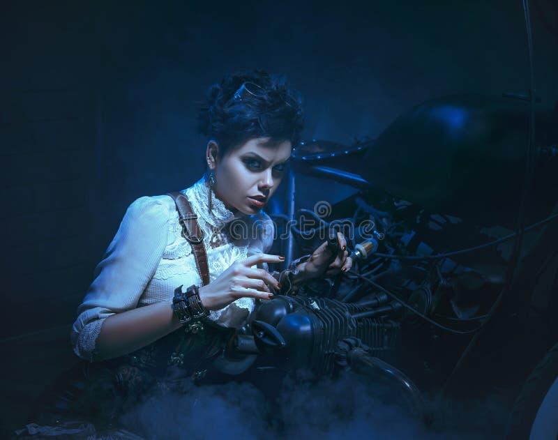Ein schönes Mädchen in steampunk Art stockbild