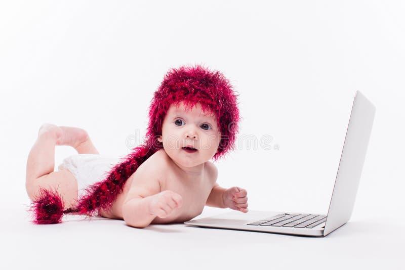 Nackter kleiner Junge stockfoto. Bild von getragen