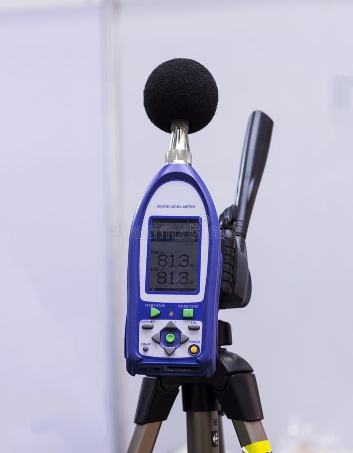 Ein Schallpegelmesser und ein Analysator lizenzfreie stockfotografie