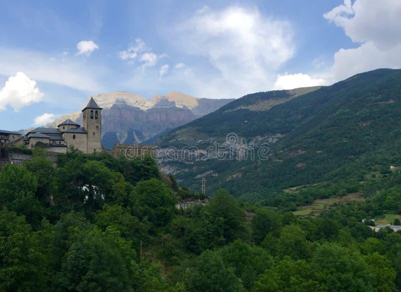Ein Schloss im Tal lizenzfreies stockfoto