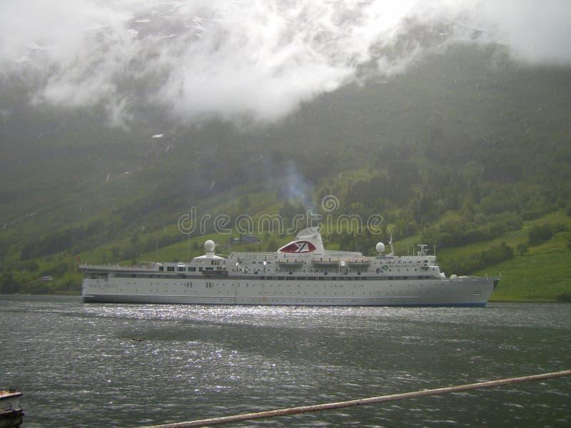 Download Ein Schwarzer Prinz In Norway Redaktionelles Stockbild - Bild von schwarzes, wartezeiten: 96934619
