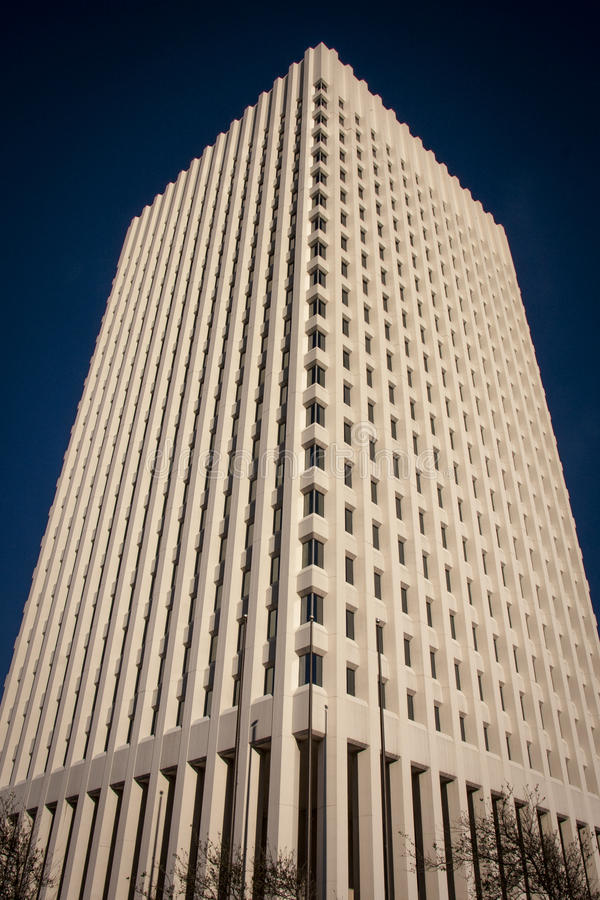 Ein schwermütiges Piazzagebäude stockbilder