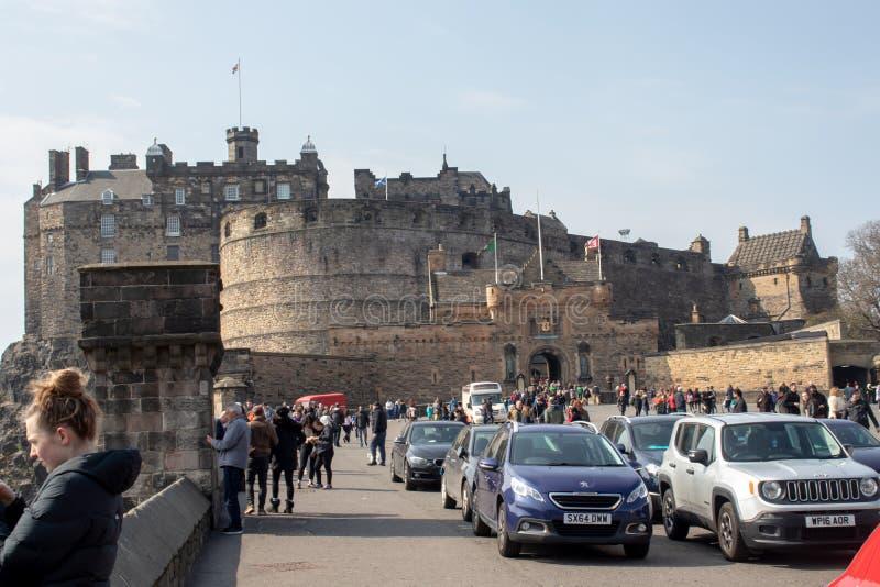 Ein sehr besch?ftigter Eingang zu Edinburgh-Schloss stockbilder