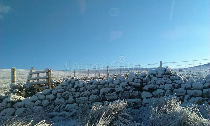 Ein Snowy-Tag in Schottland lizenzfreie stockfotos