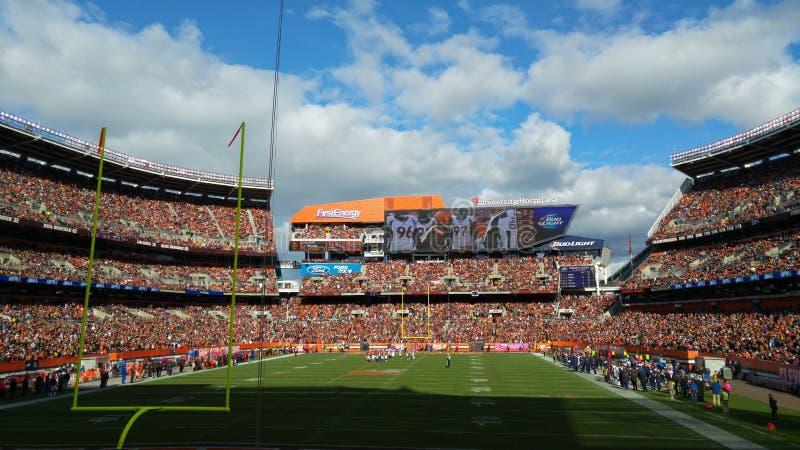 Ein sonniger Sonntag am ersten Energie-Stadion in Cleveland, Ohio stockfotos