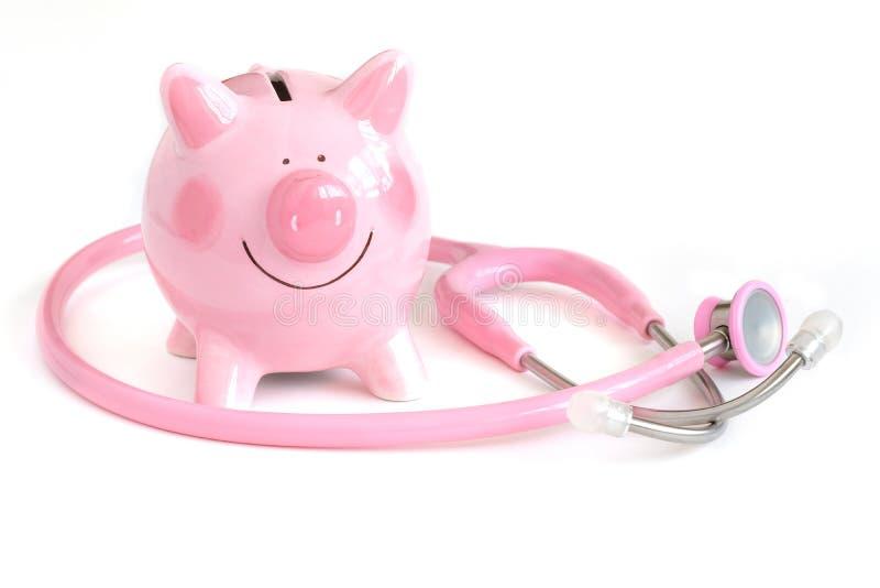 Ein Sparschwein und ein Stethoskop lizenzfreie stockfotos