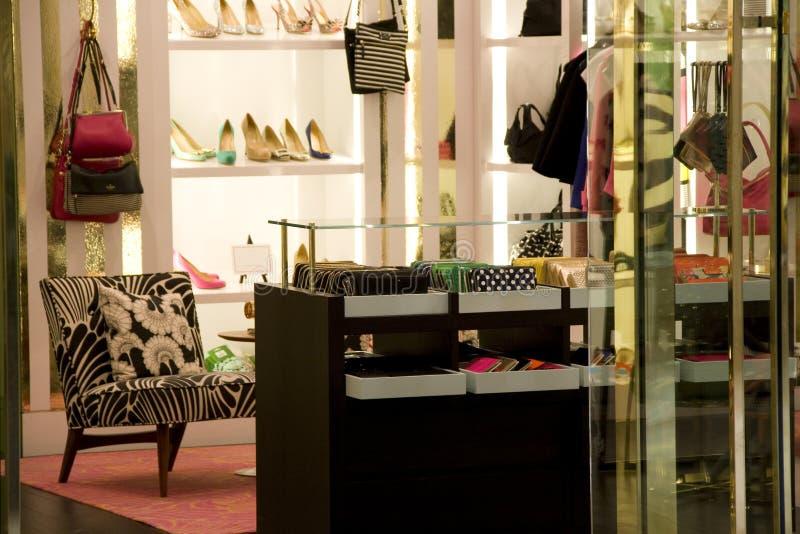 Handtasche und Schuhgeschäft stockfoto