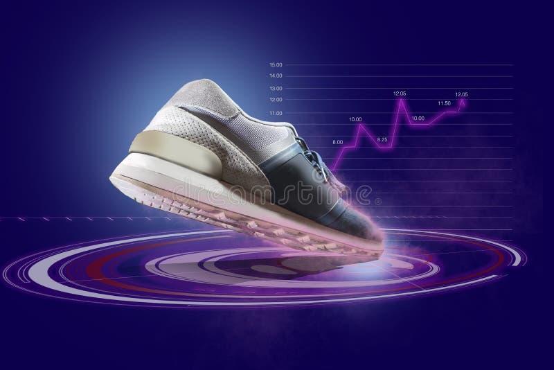 Ein Sportschuh mit dem futuristischen Hologramm herein zentriert an der Vorderseite der Unterseite des Schuhes lizenzfreie stockfotografie