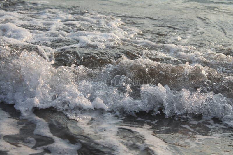 Ein Spritzen des Ozeans stockbild