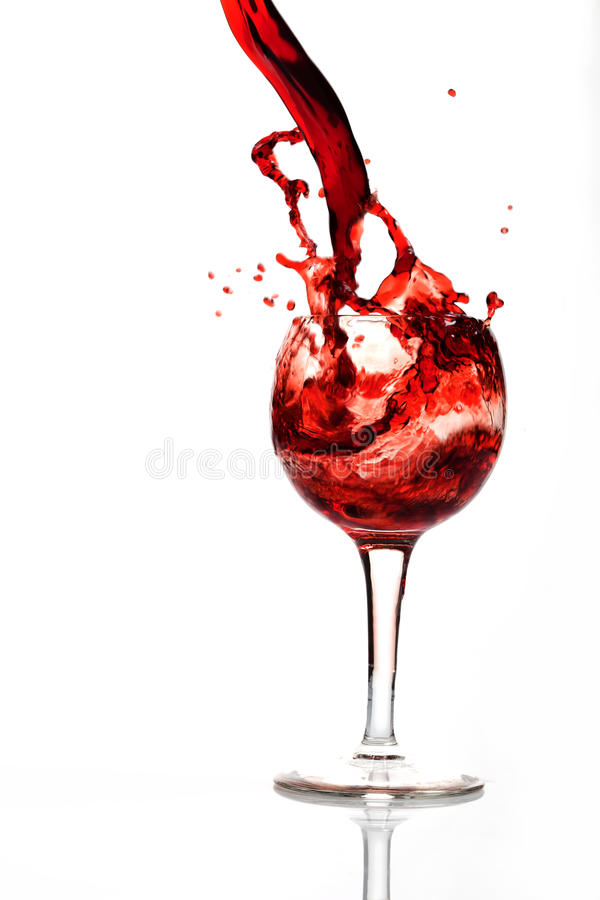 Ein Spritzen des Weins im Glas lizenzfreie stockfotos