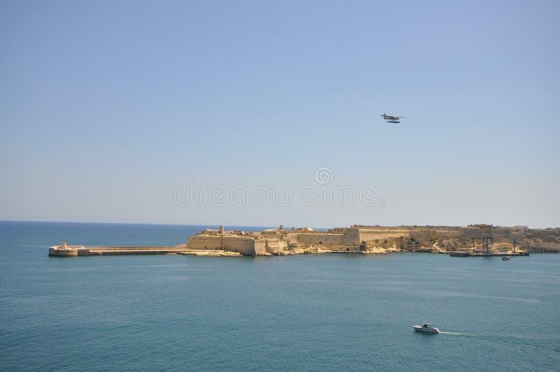 Ein Stück des großartigen Hafens von Valletta mit Boot stockfotos