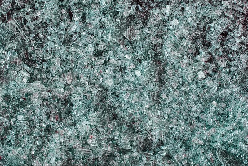 Ein Stapel des defekten grünen Glases lizenzfreies stockbild