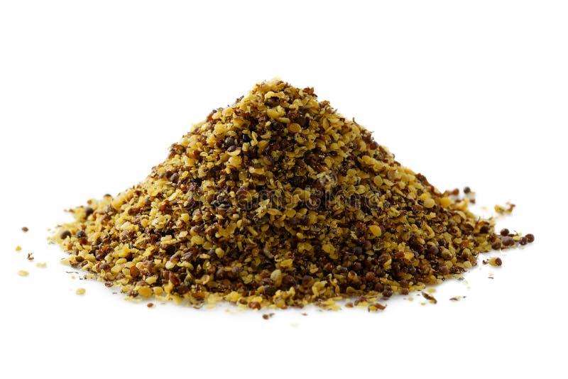 Ein Stapel des trockenen braunen GrundSenfkorns stockfoto