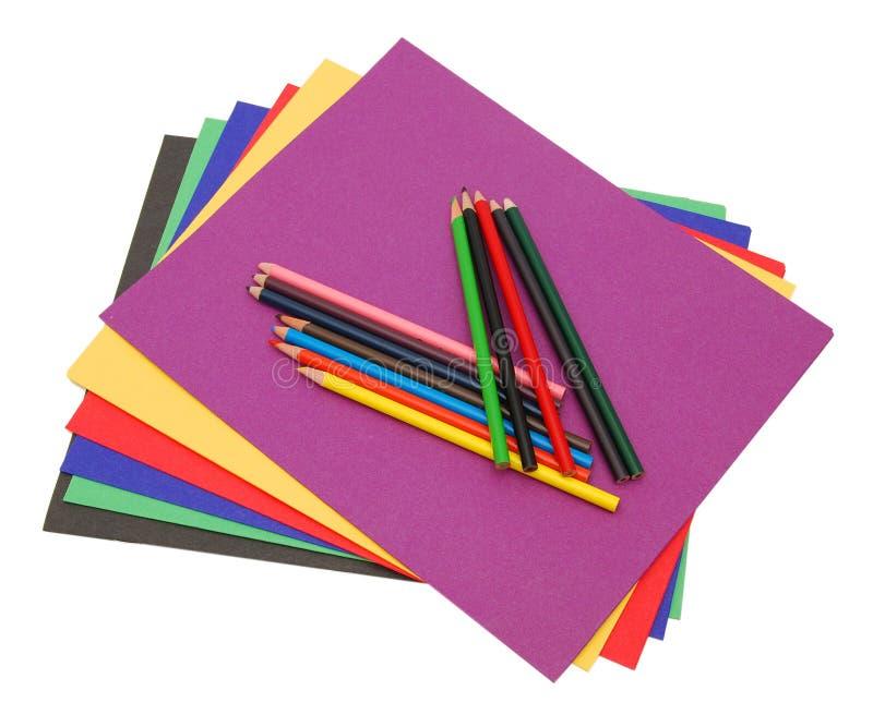 Ein Stapel farbige Dateifaltblätter lizenzfreie stockbilder