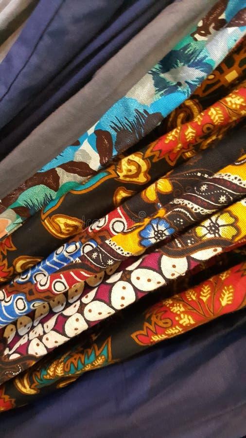 Ein Stapel klassische Muster des Javanese des Batiks lizenzfreie stockbilder