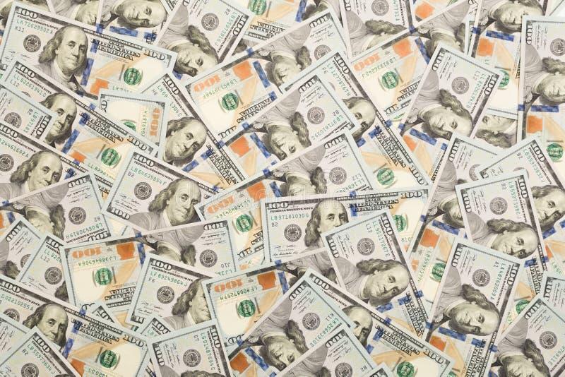 Ein Stapel von hundert US-Banknoten mit Präsidentenporträts Bargeld von hundert Dollarscheinen, DollarHintergrund mit Hoch stockfoto