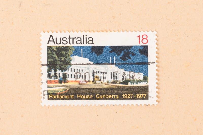 Ein Stempel gedruckt in Australien-Shows Parlamentsgebäude Canberra, circa 1977 lizenzfreies stockfoto