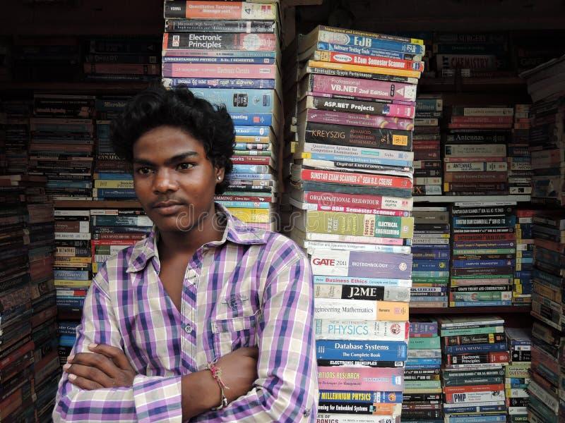 Ein Straßenbuchverkäufer stockfotos