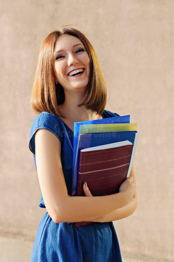 Ein Student nahe dem College stockfotos