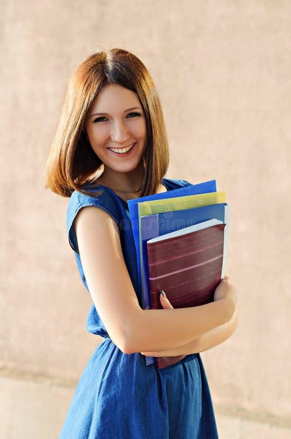 Ein Student nahe dem College stockfoto