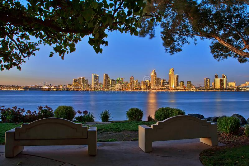 Ein szenisches Sans Diego Skyline von Bayview-Park Coronado lizenzfreie stockbilder