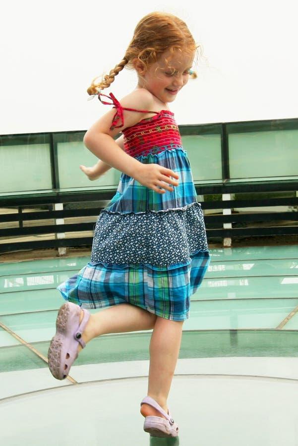 Ein Tanzen-Mädchen stockbilder
