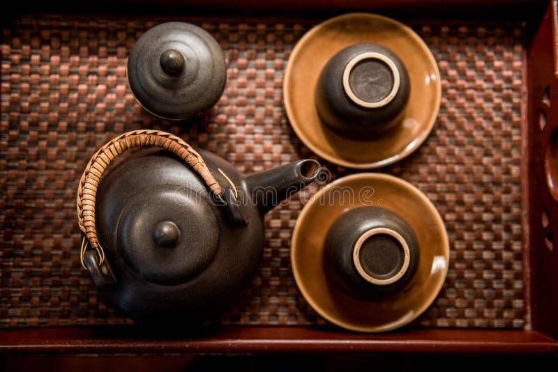 Ein Teekannensatz oder ein Teeservice, in der Westtradition, ist ein Satz Teller, die in einer Gruppe für Gebrauch am Nachmittags stockbild