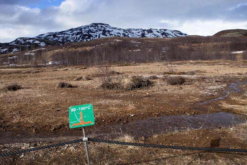 Ein Temperaturzeichen, Besucher sicher zu halten lizenzfreie stockbilder