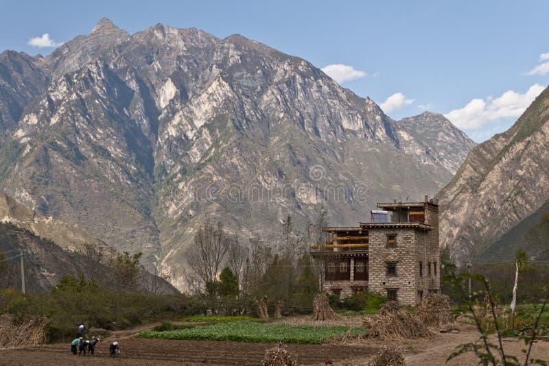 Ein tibetanisches Volkshaus lizenzfreies stockfoto